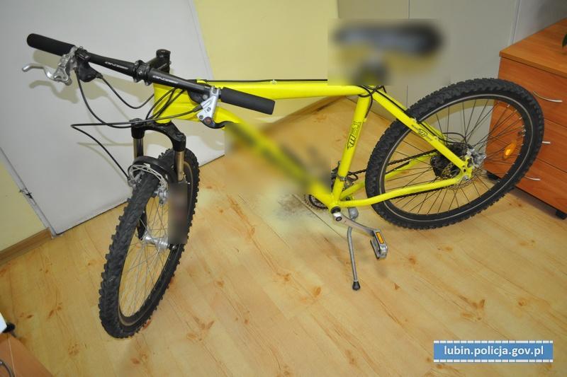 Jeden miał przy sobie skradziony rower, drugi narkotyki