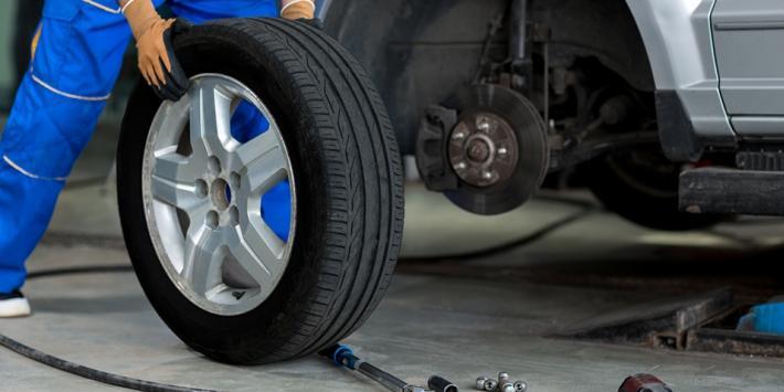 Eksperci: jest zgoda na wymianę opon dla osób używających aut dodojazdu dopracy