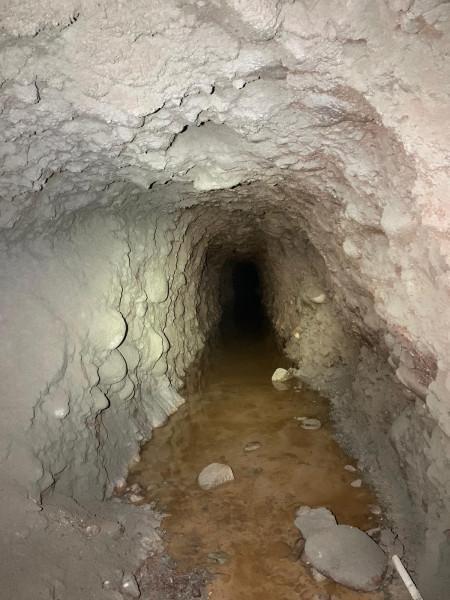 Odkryto tajemniczą sztolnię wdrążonym tunelu wciągu S3